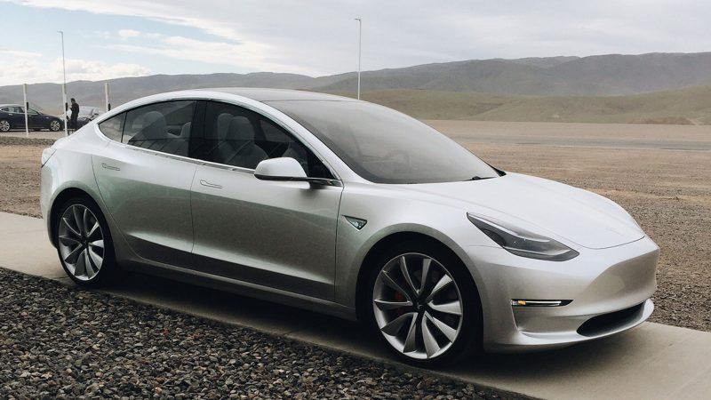 Samochody Tesla będą jeździły same