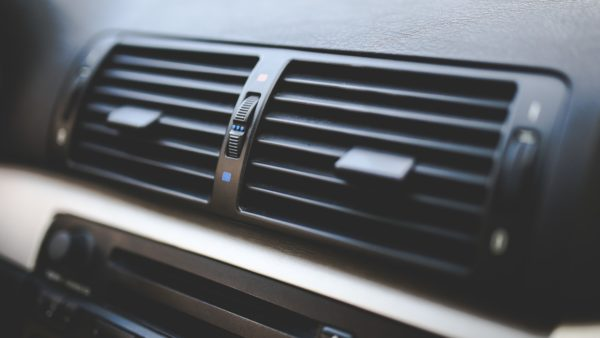 Ile kosztuje naprawa klimatyzacji samochodowej?