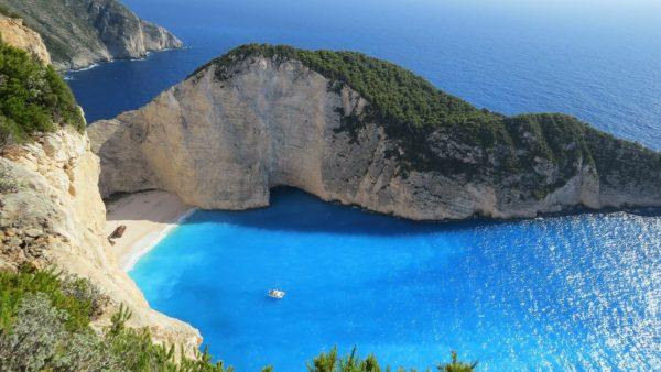 O czym musisz pamiętać wybierając się na wakacje w góry, nad morze i za granicę?